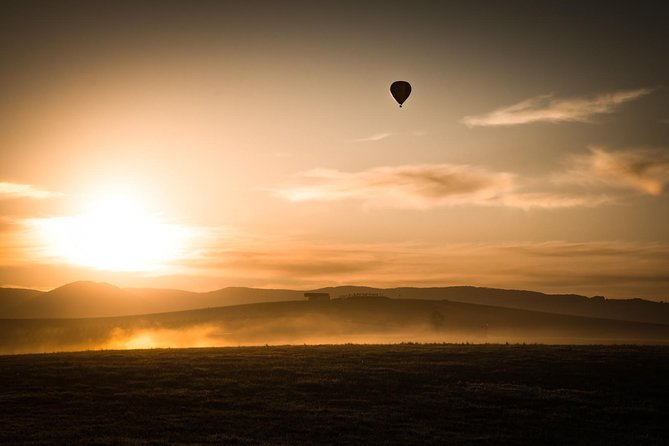 Yarra Valley sunrise balloon flight & champagne breakfast