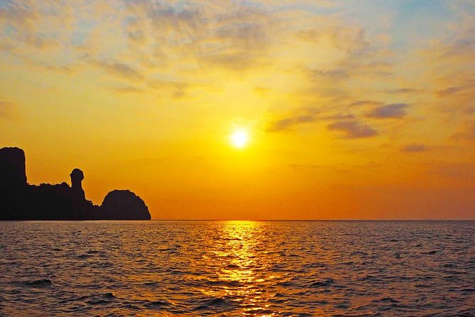 Phi Phi Sunrise Early Bird Premium Tour with Lunch