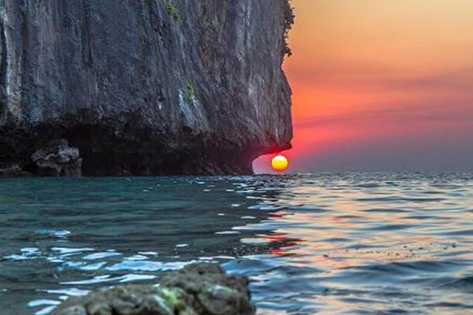 Phi Phi Sunrise Early Bird Tour by Speed Boat