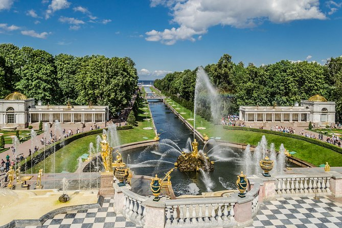 1-Day Visa-Free Tour with Hermitage, Peterhof and Canal Cruise