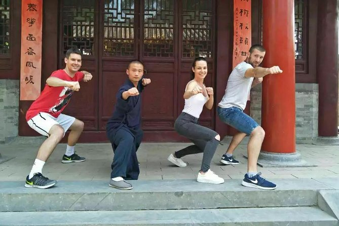 Zhengzhou Private Tour to Shaolin Temple including Kungfu Lesson and Activities