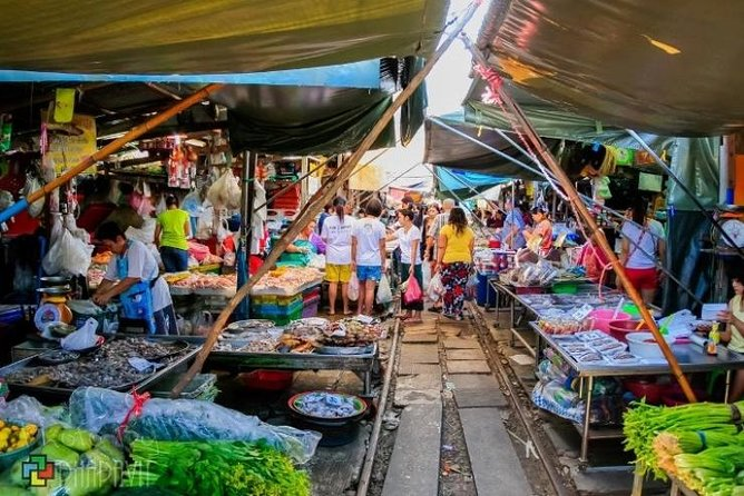 Bangkok: Join Tour Risky Market And Damnern Saduak Floating Market Half Day Tour