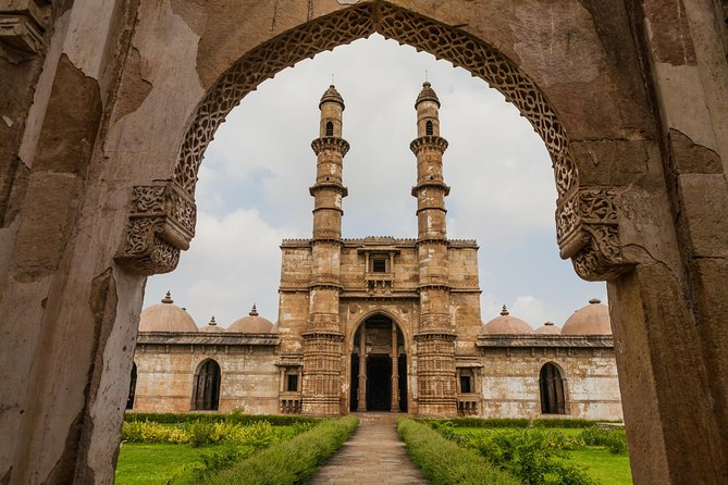 Full Day Private Tour: Baroda Museum and Champaner Archaeological Park
