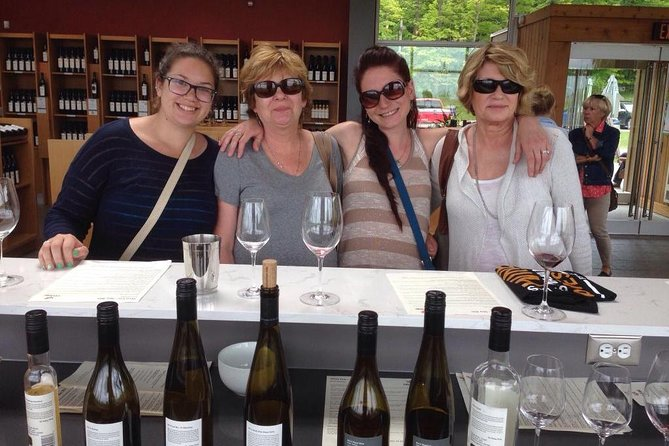 Niagara-on-the-Lake Small Group Wine Tour with Lunch