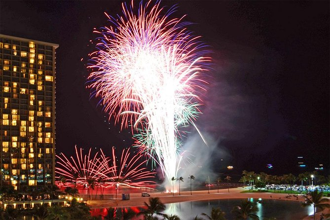 Waikiki Friday Walking Tour Fireworks And Hawaiian Show 2021 Oahu