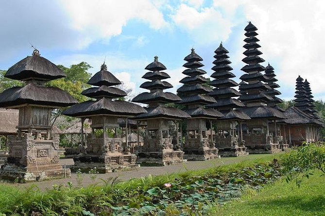 Bali Monkey Forest, Mengwi Temple, and Tanah Lot Afternoon Tour photo 2