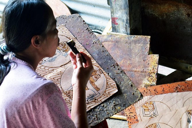 Be a Javanese! Traditional Batik Fabric Drawing Class photo 3