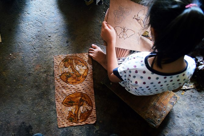Be a Javanese! Traditional Batik Fabric Drawing Class photo 8