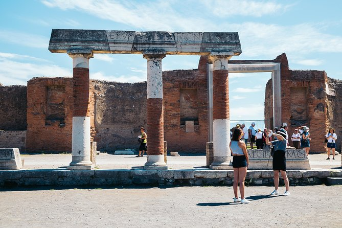 Pompeii 3 hours walking tour led by an Archaeologist