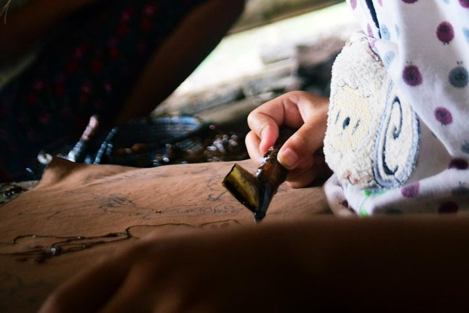 Be a Javanese! Traditional Batik Fabric Drawing Class photo 6
