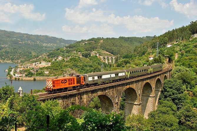 regua-porto-excursion-de-une-journee-en-train-bateau