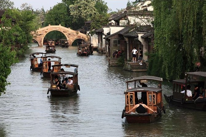 Private Wuzhen Ancient Water Town Tour from Shanghai with Lunch or Dinner