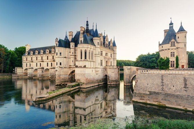 Loire Valley Castles Tour from Paris with Chambord, Chenonceau and Wine tasting