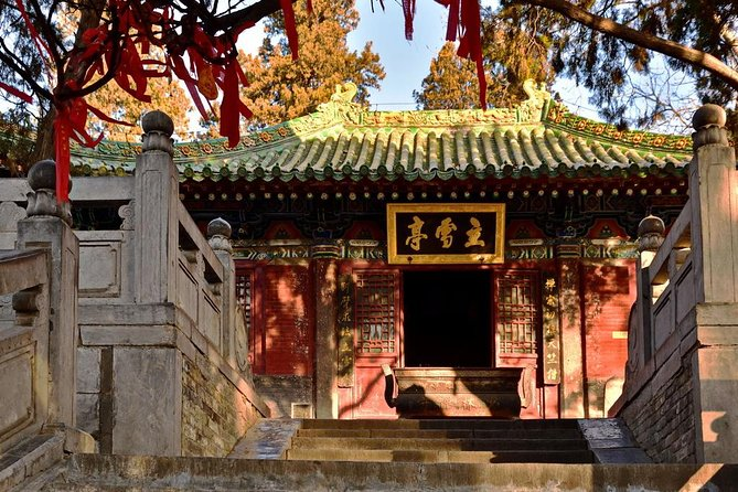 Private Day Tour to Shaolin Temple and Longmen Grottoes from Zhengzhou