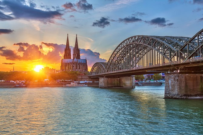 Excursão de ônibus com várias paradas em Colônia e cruzeiro turístico pelo rio Reno