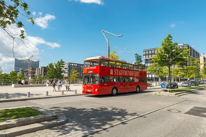Discovery Ticket: Hop-on-Hop-off Tour, Harbor Cruise and Lake Alster Cruise