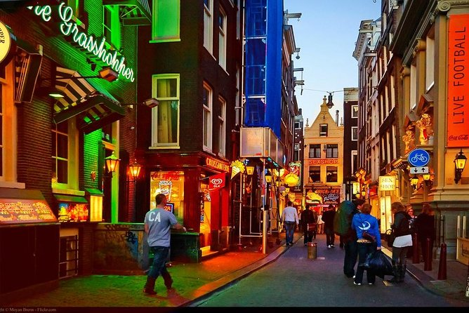 Private Amsterdam Red Light District tour with food tastings