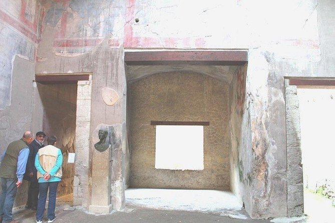 Herculaneum Ruins Small Group Tour with Skip the Line Tickets and Local Guide
