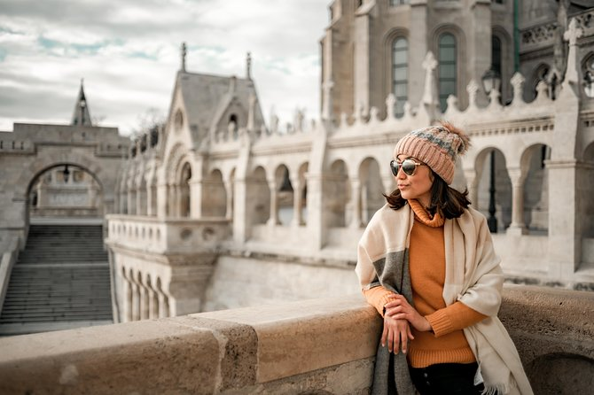 Private Scenic Photo Shoot in Buda with Your Personal Photographer