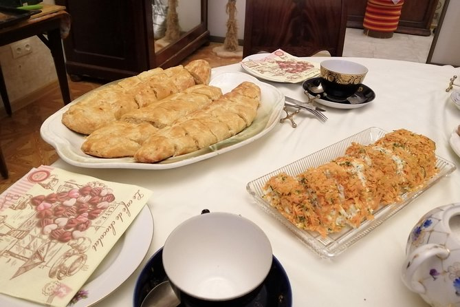 Tea, dinners and cooking in traditional apartment in St.Petersburg, Russia photo 7