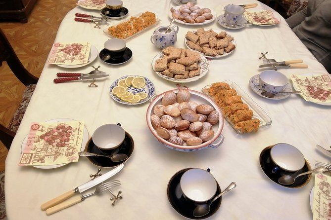 Tea, dinners and cooking in traditional apartment in St.Petersburg, Russia photo 4