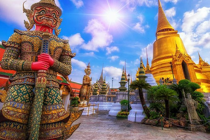 Royal Grand Palace, Wat Phra Kaew and Emerald Buddha in Bangkok - Half Day Tour