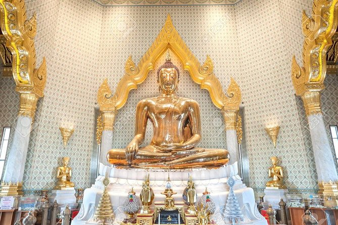 Bangkok private walking tour with professional tour guide in your language