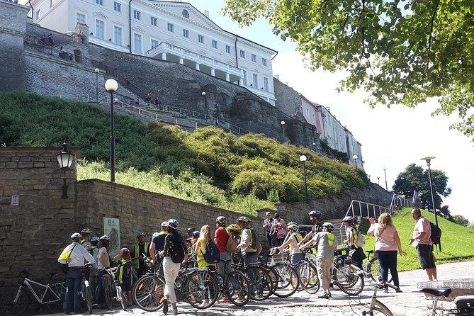 Tallin en bicicleta por el puerto de cruceros de Tallin y degustación de comida