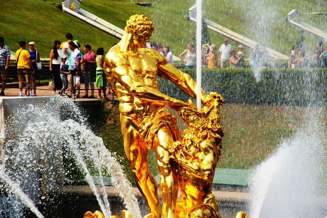 1-Day VISA FREE Private Shore Tour. St-Petersburg & Peterhof Highlights.