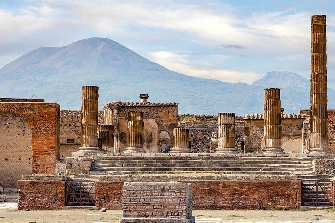 Transfer from Naples to Sorrento with stop in Pompeii
