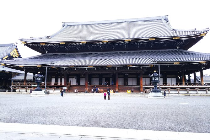 Kyoto Imperial Palace and Nijo Castle Walking Tour photo 3
