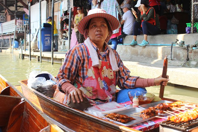 Private Guided Tour to Train Market and Damnoensaduak Floating Market