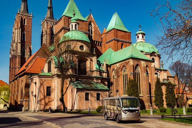 Wrocław, 2-hours private electric car tour with a Guide