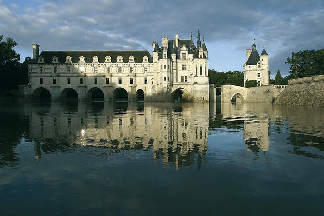 Loire Castles Guided Tour from Paris