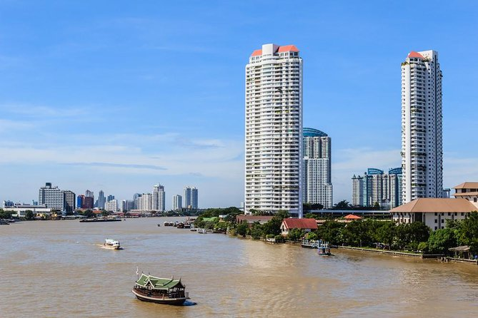 Chao Phraya River, pass by without stopping