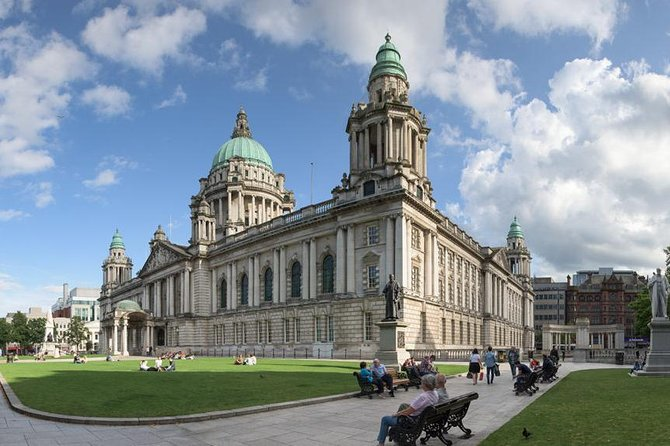 Belfast City & Giant's Causeway - Tagestour durch Nordirland
