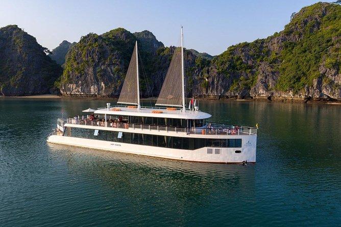 Cruzeiro de Jadesails - o dia mais luxuoso da Baía de Halong