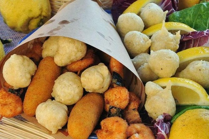 Naples Private Walking Tour and Street Food from Rome
