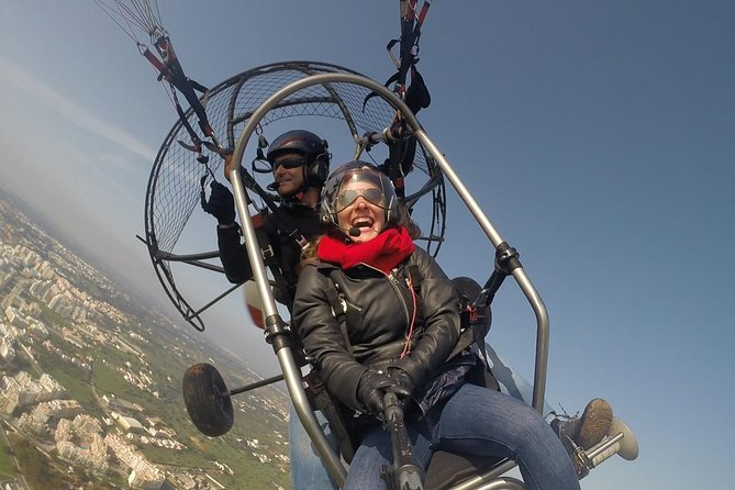 Flight experience over the beach in paragliding / paratrike in the Algarve.