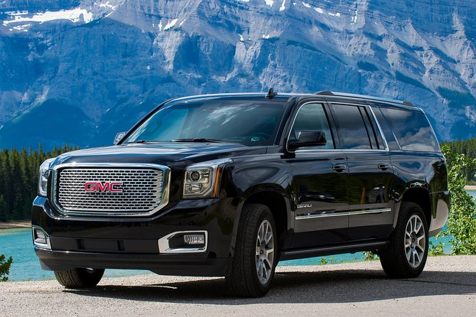 Private SUV Transfer: Calgary International Airport to Banff Hotels photo 2