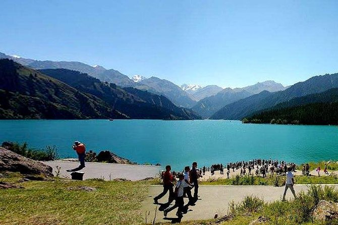 Private Round-Trip Transfer to Tianchi Lake at Tianshan Mountains from Urumqi