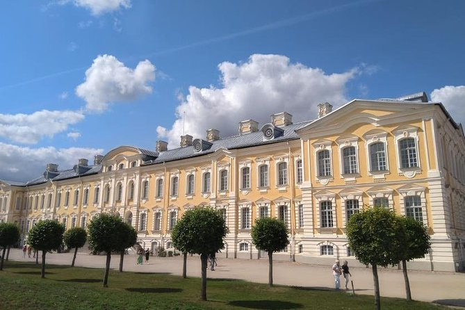 Riga to Vilnius Private Transfer via Rundale Palace and Hill of Crosses