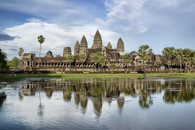 1-Day Wonder Angkor Wat Small Circuit Tour with Sunset