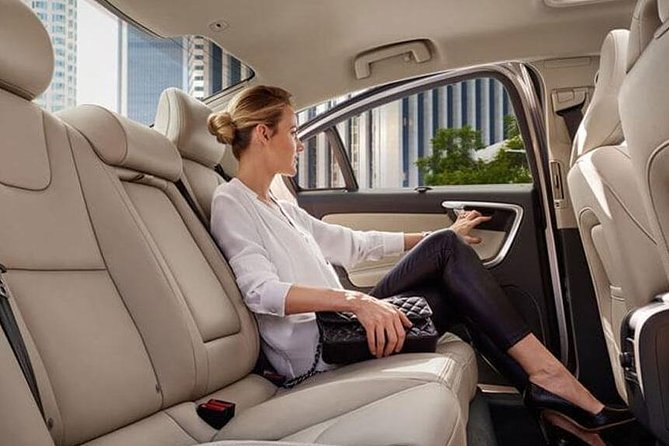 One-Way Private Transfer: Waterloo to Toronto Pearson International Airport