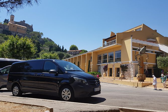 Private transfer small groupe from Marseille Airport to Avignon city by Minivan