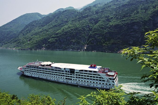 Private Yichang Airport Departure Transfer from Peach Village Cruise Pier