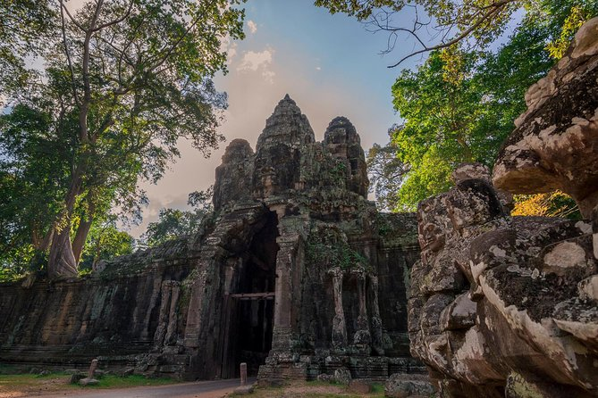 1-Day Amazing Angkor Wat Small Circuit Tour with Sunrise