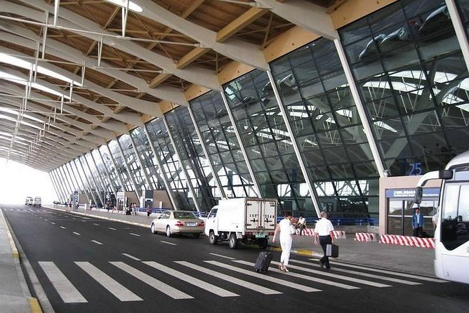 Private Transfer to Pudong Airport from Shanghai Hongqiao Railway Station