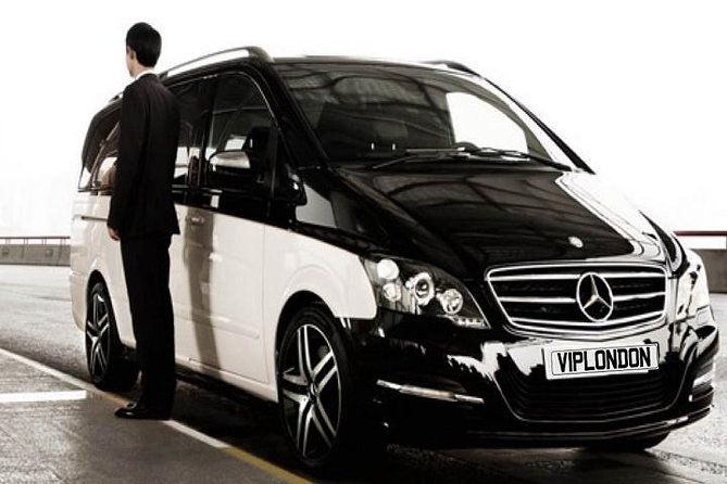 Private Arrival Connection Transfer: Heathrow to Gatwick Airport for Up to 8 Passengers