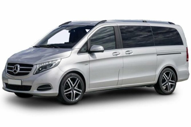 Private Arrival Transfer: London Heathrow to Gatwick Airport for Up to 7 Passengers